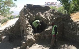 Harabe halindeki 400 yıllık hamam ayağa kaldırılıyor