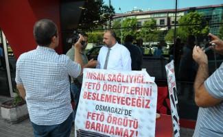 Osmangazi Tıp Merkezi Hastanesinde FETÖ'cülerin çalıştığı iddiasıyla oturma eylemi başlattı