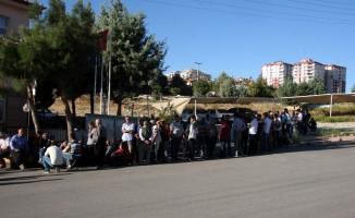 Kilis'te 9 aylık iş için işsizler uzun kuyruk oluşturdu