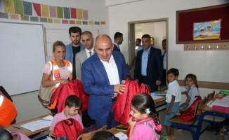Kilis'te öğrencilere kırtasiye malzemesi dağıtıldı