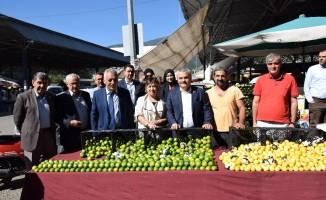 Milletvekili Ünal pazarcı esnafını ziyaret etti