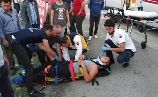 Motosiklet kamyonete çarptı: 1 yaralı