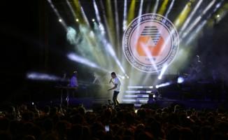 Mustafa Sandal KKTC'de üniversite öğrencilerine konser verdi