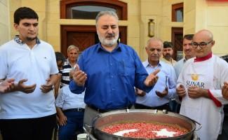 Nuri Çomu Camii'nde aşure dağıtıldı