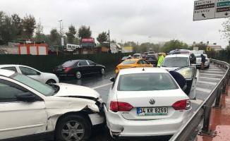 (Özel) Beşiktaş'ta 5 araç birbirine girdi: 1 yaralı