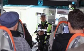 (Özel Haber) Şehirlerarası otobüslerde kemer takmayan yolculara şok kontrol