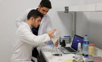 PAÜ'lü öğrenciler yüzde 100 doğal bitkisel karışımlarla ilaç tasarladı