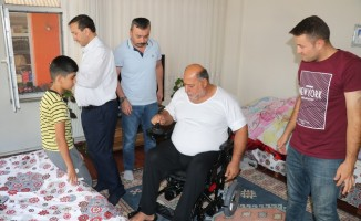 Şarapnel parçası sonrası felç kalan Iraklı adama akülü sandalye