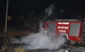 Şehir merkezindeki ot yangını korkuttu