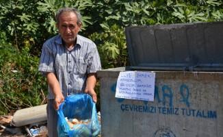 Sokak hayvanları için 10 yıldır çöpten ekmek topluyor
