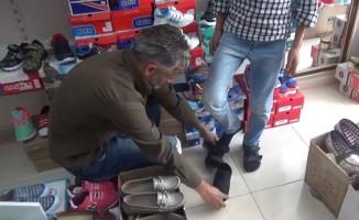Sosyal medya aracılığıyla ihtiyaç sahibi öğrencilerin ayakkabı ihtiyacını gideriyor