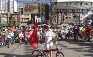 Süslü Kadınlar Bisiklet Turu'nda pedallar kadına saygı için döndü
