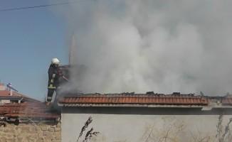 Tandırda yakılan eşyalar evi kül ediyordu