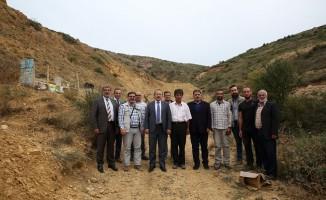 Vali Ali Hamza Pehlivan Kehribar rezervi bulan Heytam Haşlak'ı maden alanında ziyaret etti