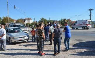 Yolun karşına geçmeye çalışan öğrenciye otomobil çarptı