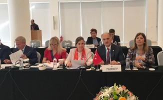 AK Parti Giresun Milletvekili Cemal Öztürk, Yunanistan'da Türkiye'deki sendikalaşmayı anlattı