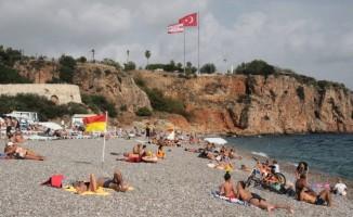 Antalya'da deniz, kum ve güneş sezonu kapanmadı