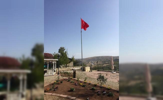 Arapgir'e dev Türk Bayrağı dikildi