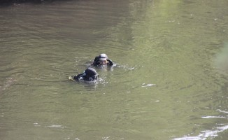 Asi Nehri'ne düşen çocuk iki koldan aranıyor