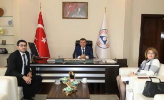 Azerbaycan Büyükelçiliği Eğitim Müşaviri Nesibova, Rektör Çalış'ı ziyaret etti