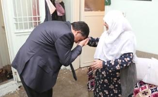 Başkan Fadıloğlu'nun ziyareti Hayriye teyzeyi sevindirdi