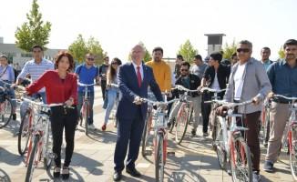 Bisikletler öğrencilerin kullanımına sunuldu