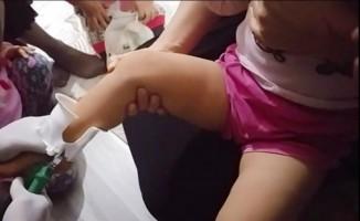 Çocuğun ayağına sıkışan tuvalet kapağı itfaiye tarafından çıkarıldı