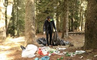 Dağcılar Uludağ'da çöp topladı