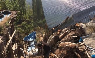 Demirci'de 1 evde göçük: 1 ölü