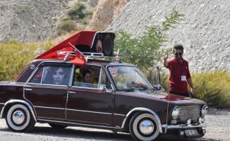Engelli öğrenciler klasik otomobillerle antik kenti gezdi
