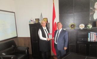 """Erdek'te """"yılın muhtarı' Semra Baycan seçildi"""