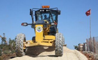 Erdemli Belediyesi asfaltlama çalışmalarını sürdürüyor