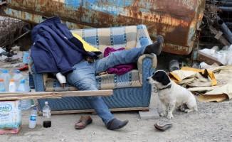 Evini satıp sokakta yaşayan adam, koltukta ölü bulundu