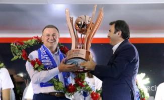 Hatay Büyükşehir Belediyespor'da kupa kutlaması