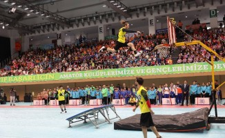 İstanbul Büyükşehir Belediyesinden bin 500 spor kulübüne malzeme desteği