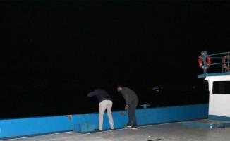 İzmir'de otomobil denize düştü