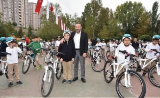 İzmit'te bisikletsiz çocuk kalmıyor