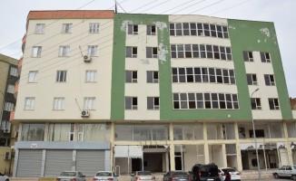 Kaderine terk edilen bina madde bağımlıların meskeni oldu
