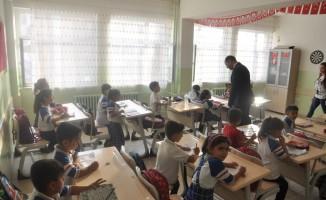Kaymakam Işıktaş onarılan okulları gezdi