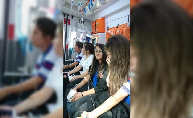 Kayseri'de gıda zehirlenmesi: 25 öğrenci hastaneye kaldırıldı