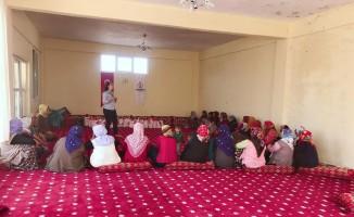 Kırsaldaki kadınlara hijyen ve sağlık eğitimi veriliyor