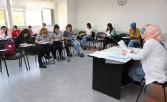 KOMEK'te dünya dilleri öğretiliyor