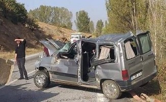 Kontrolden çıkan otomobil şarampole uçtu: 2 ölü 4 yaralı