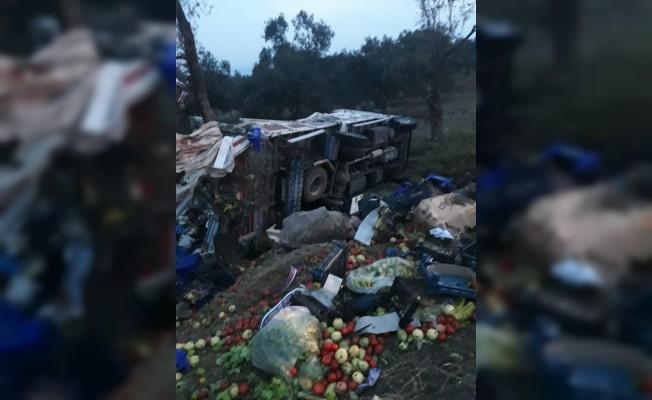 Lastiği patlayan kamyon takla attı: 2 yaralı