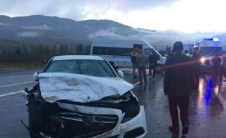 Malatya'da otomobille öğrenci servisi çarpıştı: 5 yaralı