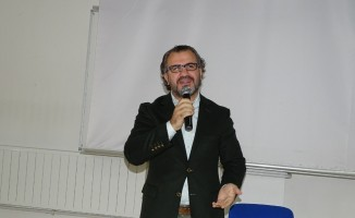 Öğrencilere 'Bilinçli aile, ideal gençlik' konulu konferans