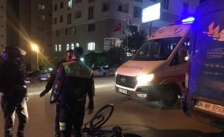 Otomobilin çarptığı bisikletli adam yaralandı