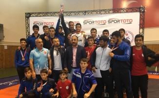 Palandöken Belediyesi Güreş Takımı 2. Lige yükseldi