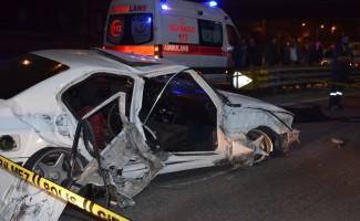Pendik'te otomobil park halindeki otobüse çarptı: 1 ölü, 1 yaralı