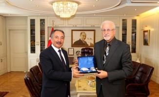 Prof. Dr. S. Waleck Dalpour Rektör Prof. Dr. Karabulut'u ziyaret etti
